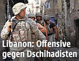 Libanesische Soldaten zwischen zerschossenen Häusern