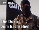 IS-Kämpfer neben IS-Fahne