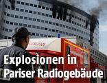 Rauchwolken steigen aus dem Radiogebäude