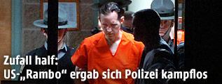 Eric Frein wird von Polizisten abgeführt