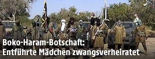 Mitglieder der Terrorgruppe Boko Haram posieren vor der Kamera