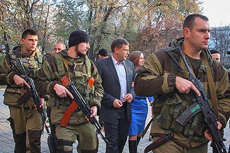 """Donezker """"Republikchef"""" Alexander Sachartschenko mit Security"""