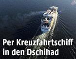 Kreuzfahrtschiff auf offenem Meer