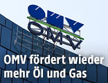 OMV-Logo auf Firmenzentrale