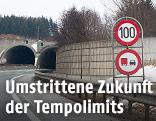 Tempo-100-Geschwindigkeitsbegrenzung vor einem Tunnel