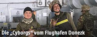 Ukrainische Soldaten am Flughafen von Donezk