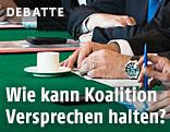 Hände von Regierungsmitgliedern auf dem grünen Tisch
