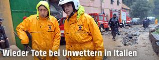 Feuerwehr bei Räumungsarbeiten