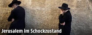 Ultra-orthodoxe Juden trauernd