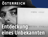 """Dominik Steiger mit seinem Buch """"Drittes Unikat"""""""