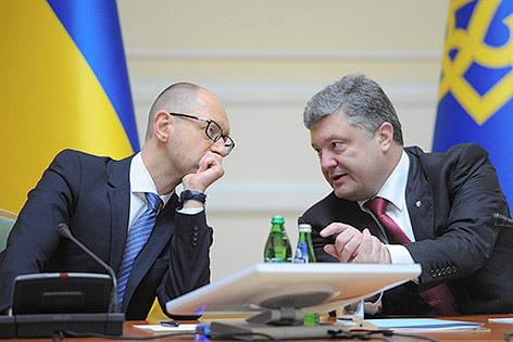 Ukrainischer Präsident Petro Poroshenko undukrainischer Ministerpräsident Arseniy Yatsenyuk