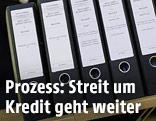 Aktenordner beim Prozess zwischen Hypo Alpe Adria und BayernLB