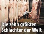Arbeiter während der Schlachtung von Schweinen