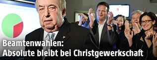 GÖD-Vorsitzender Fritz Neugebauer vor jubelnden Christgewerkschaftern