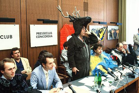 PK mit Othmar Karas, Alfred Gusenbauer, Bernhard Lötsch, Günther Nenning (als Hirsch) im Presseclub Concordia 1984