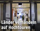 Eingangsbereich in eine Abteilung im Krankenhaus