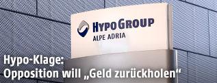 Schild der Hypo Group Alpe Adria in Klagenfurt