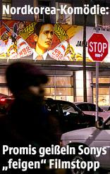 """Menschen gehen an einer Werbung für den Film """"The Interview"""" vorbei"""