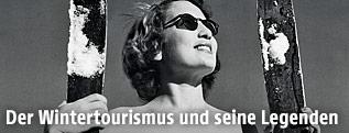 Historische Aufnahme einer Frau im Bikini im Skigebiet Arosa in der Schweiz