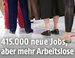 Menschen beim Arbeitsmarktservice