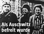 Gefangene des Konzentrationslagers Auschwitz werden von russischen Soldaten aus dem Camp geführt