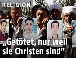 Familien der ermordeten Kopten zeigen Bilder der Opfer