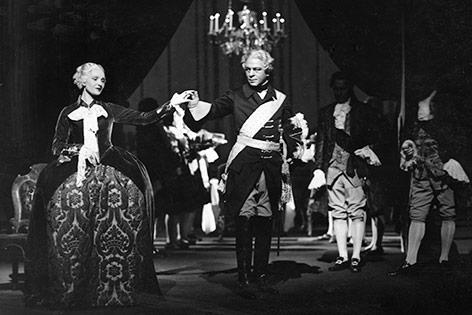 """Nora Gregor und Paul Hartmann in """"Maria Theresia und Friedrich II."""" von Hans Sassmann, 1934"""