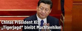 Chinas Präsident Xi Jinping klatscht während der Eröffnung des zwölften Volkskongresses
