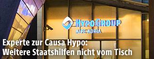 Hypo-Logo über dem Eingang zur Zentrale