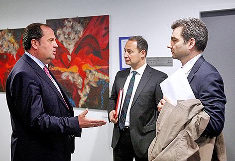 Ex-ÖVP-Vizekanzler und Finanzminister Josef Pröll, Finanzstaatssektretär Andreas Schieder und der Chef der Finanzprokuratur, Wolfgang Peschorn