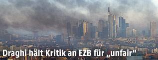 Rauchschwaden über Frankfurt