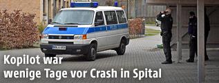 Polizei sperrt Wohngebiet in Düsseldorf