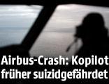 Pilot in einem Cockpit