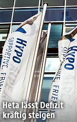 Hypo-Logo auf Fahne