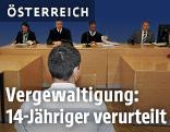 Ein erst 14-Jähriger sitzt am Straflandesgericht in Graz vor den Justizbeamten