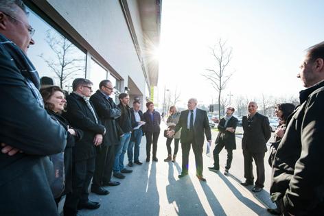 Wilhelm Zechner vom Sozialbau erklärt ein Wiener Wohnprojekt