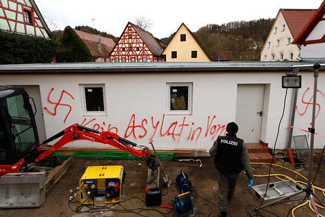 Beschädigtes Asylheim in Vorra (Deutschland)
