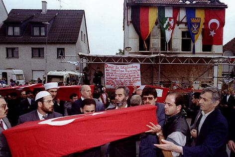 Särge der Getöteten Asylwerber in Solingen (Deutschland)
