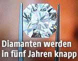 Diamant in einer Pinzette