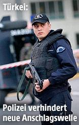 Polizisten vor einer Absperrung vor dem Istanbuler Polizeipräsidium