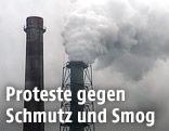 Rauchender Schlot einer Fabrik