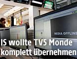 """Auf einem TV5-Monde-Redaktionsmonitor ist """"Media Offline"""" zu lesen"""