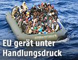 Überfülltes Flüchtlingsboot im Mittelmeer