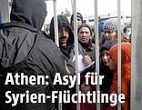 Syrische Flüchtlinge vor der Einwanderungsbehörde in Athen