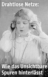 Historische Aufnahme einer Frau mit Kopfhörern