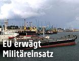 Hafen mit Schiffen