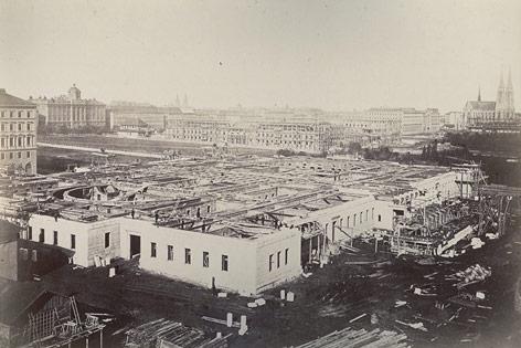 Österreichisches Parlamentsgebäude während der Bauphase