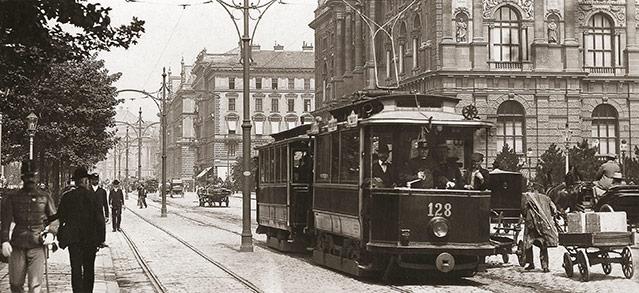 Museumstraße mit elektrischer Straßenbahn, 1905