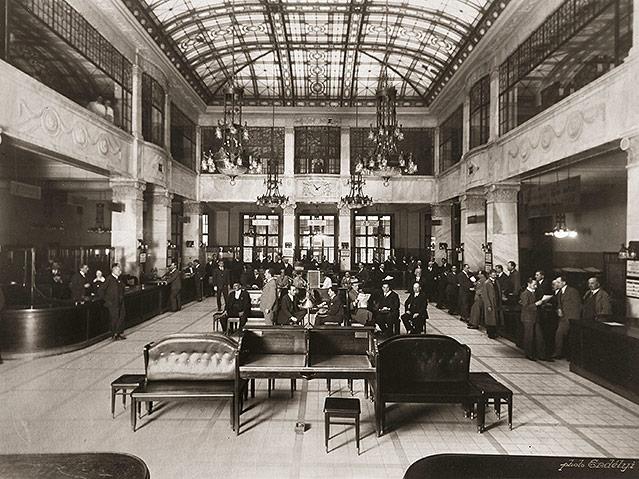 Die große Halle der Ungarischen Handelsbank in Pest, (heute Innenministerium), 1905