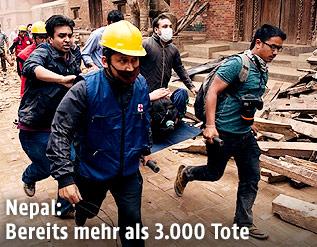 Helfer in Nepal